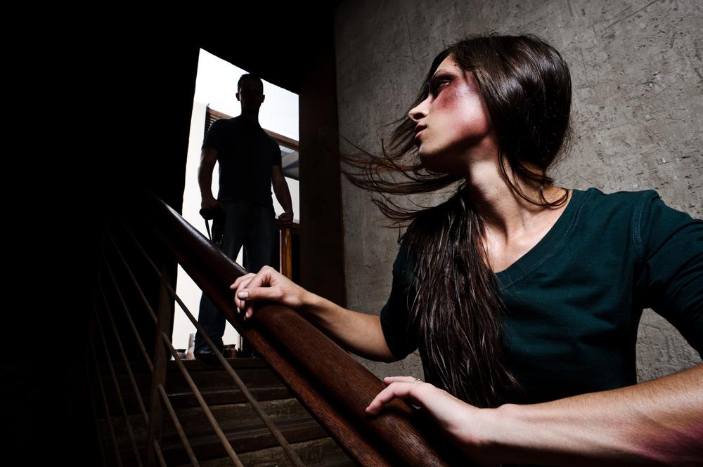 逃げることが出来ないのは依存しているから…。「逃げてはいけない」という名の「支配」…。「堂々と逃げる勇気」を持ってください。それは「依存」~「精神的自立への道」です。