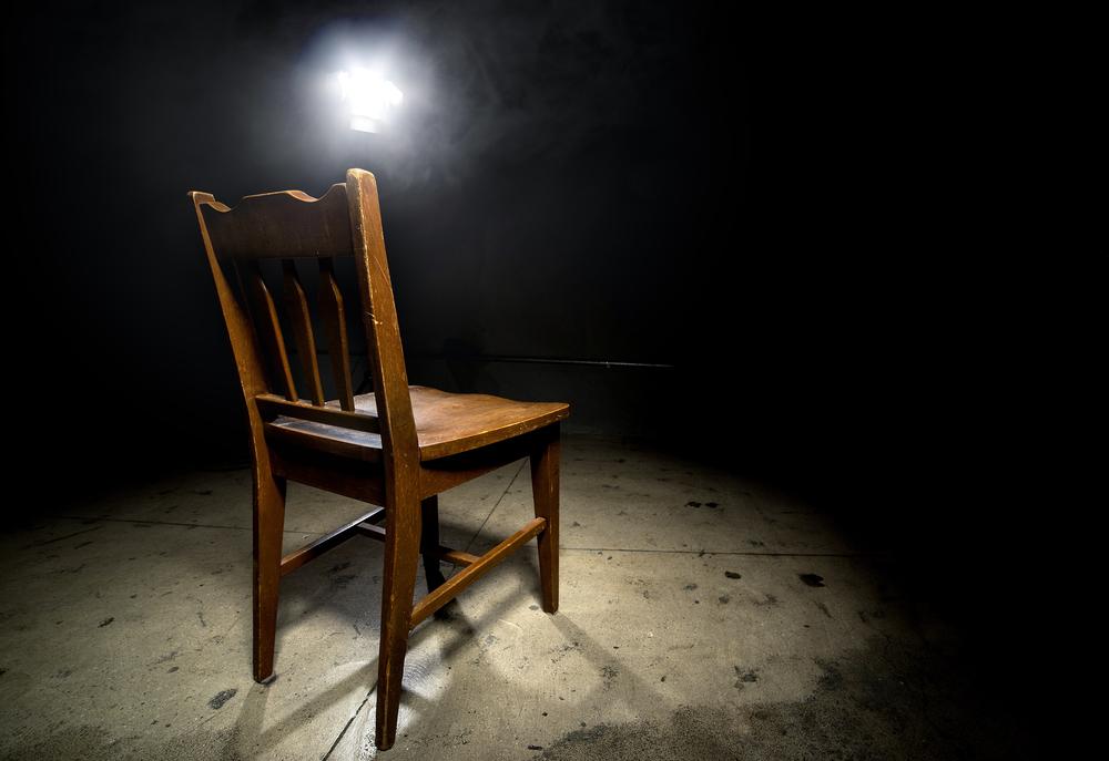 モラハラポジションにある椅子に座るな!モラルハラスメントの世界から抜け出すと、抜け出した人の代わりに誰かが汚物感情処理係になる