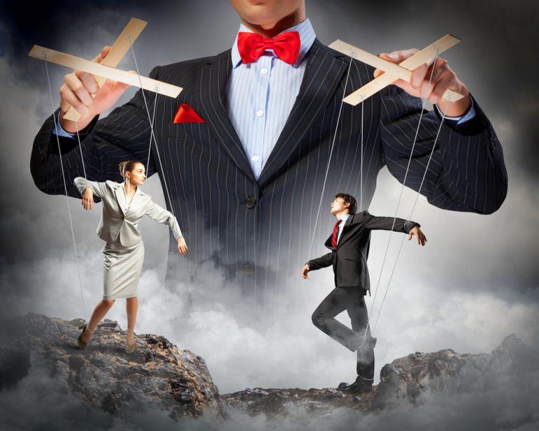 支配者が流す圧力に流されるように成ることで矛先を変えて鬱憤をぶつけ合う。そして力の弱いほうがモラルハラスメントの被害者となる。
