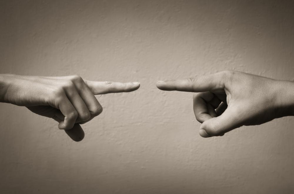 人の所為(せい)にしている人は自分のことを理解しようとしてくれる真剣な人に甘えているからその人の所為にしてその人を憎むのです。矛先を正す必要がある。虐待や虐めの連鎖にも関係がある。