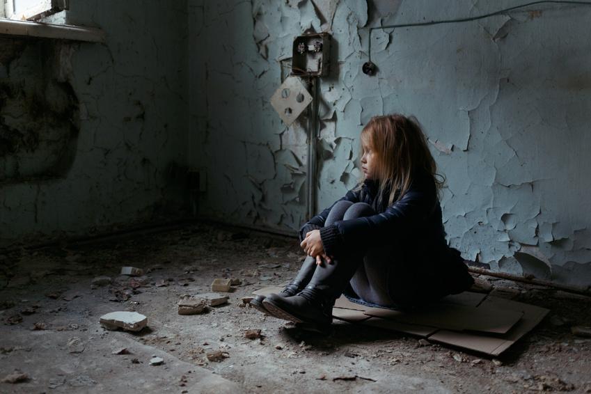 心の奥で小さくなってうずくまって泣いているあなたが、  あなた自身の手で救ってくれるのを待っています。