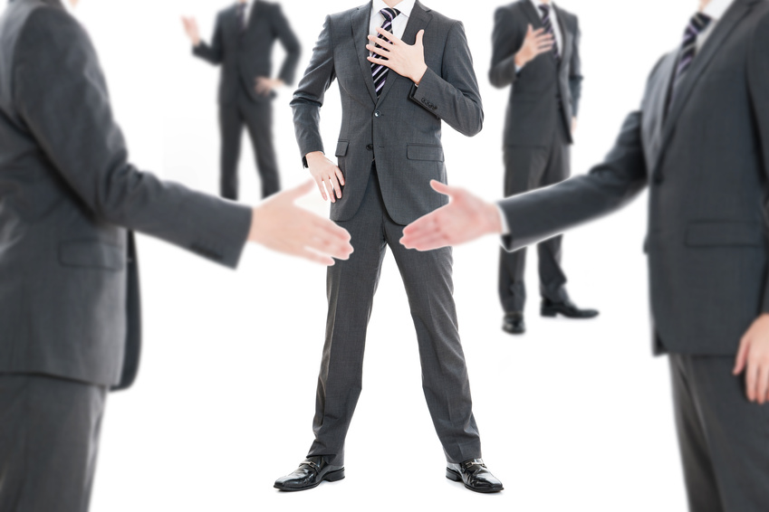 批判大好き議論大好きなハラスメント人間は無視することが大切です。議論の大半はハラスメントするには、とても都合が良い場所なのです。