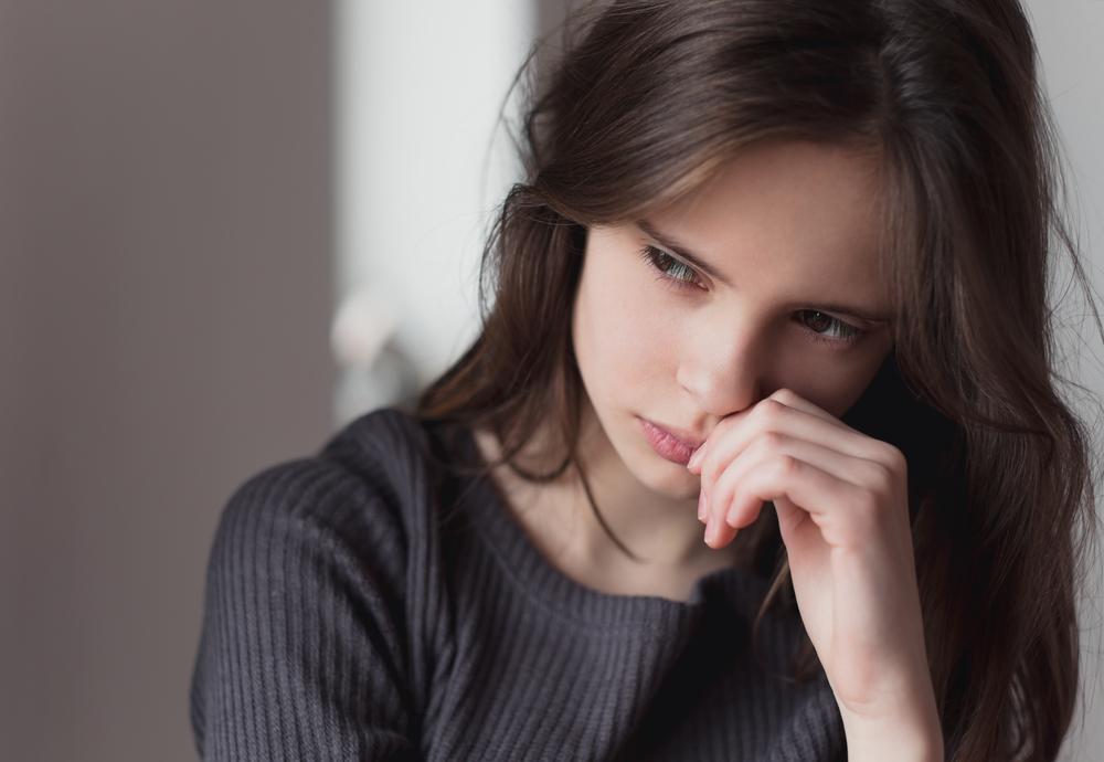 助けてと言えない人は助けを求めることを死ぬほど怖がって気持ちを悟られないように逆に強がっている場合があります。