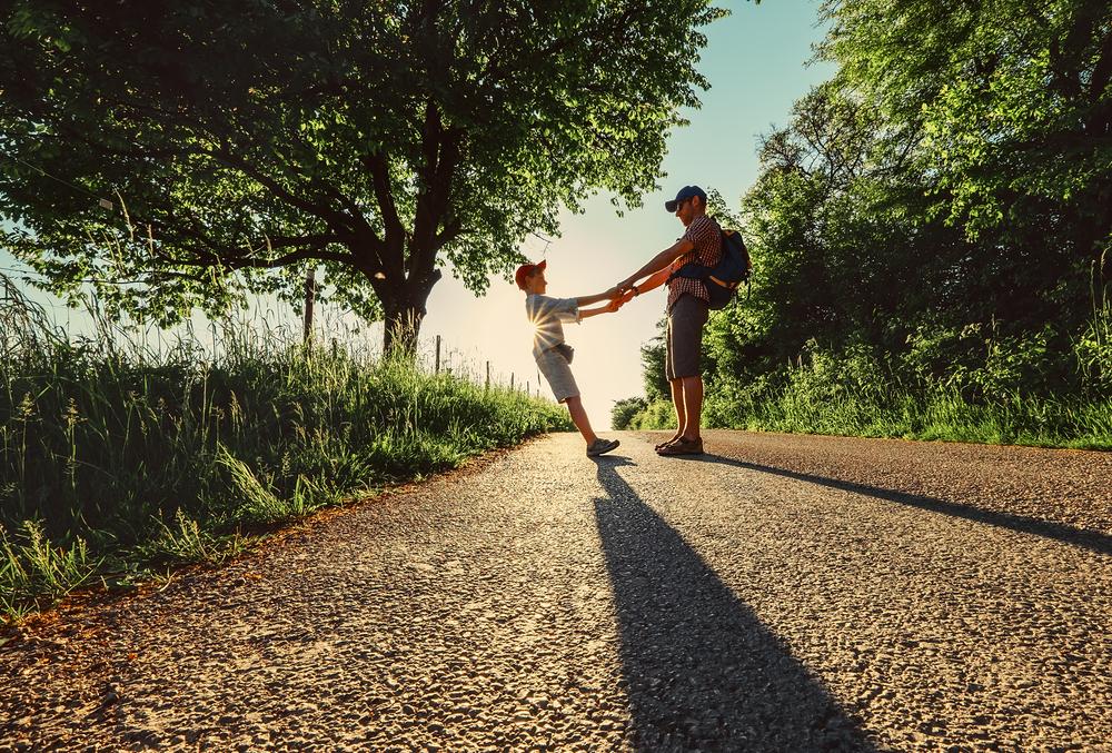 暗示は「気づけば解ける」のです。悪い暗示は、そっと背中を押してくれています。あなたが本当のことに気づき、そして「更新(成長)」し続け、本当のあなたの道を歩き始めるように…。