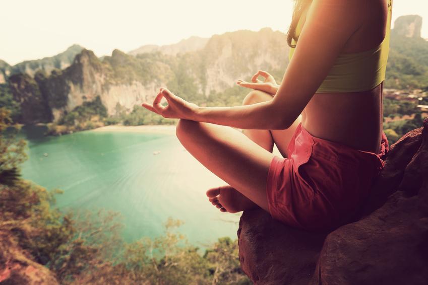 誹謗中傷で泣いたらこれを読め!仏陀は「悪口を受け取らないプロ」でした。なので雑念に支配されなかった。嫌がらせをする者はターゲットの心に寄生し棲みつくようなもの。だから「受け取らない」ことが大切。