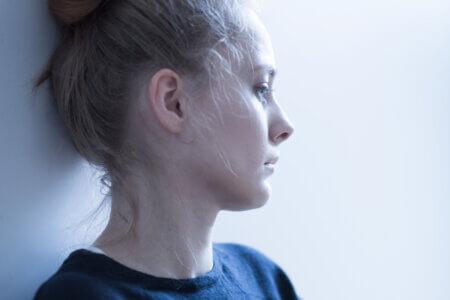 心理的な虐待者がよく「傷の舐め合いは気持ち悪い」と言いますが、傷の舐め合いにも良い面はたくさんある。傷の舐め合いがあったからこそ回復し、再び歩き出せる人たちもいる。