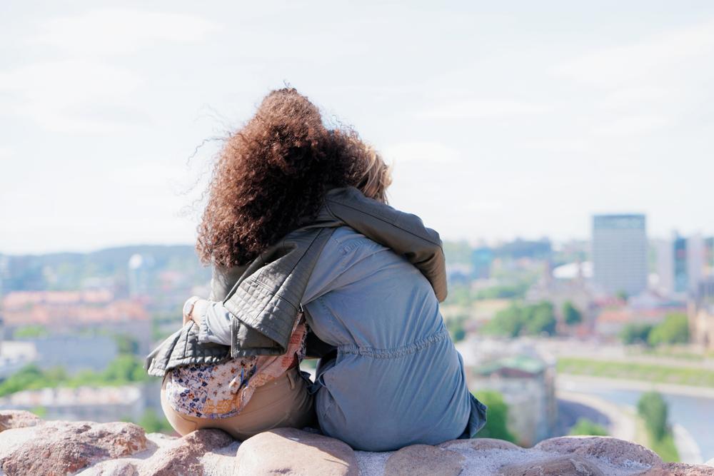 心理的な虐待者がよく「傷の舐め合いは気持ち悪い」と言いますが、傷の舐め合いにも良い面はたくさんある。