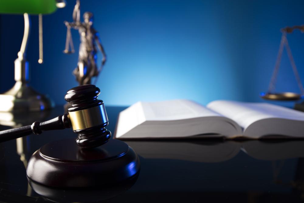 モラルハラスメントの加害者は公然の場で「名誉毀損に該当しないレベル」で平気で決めつけてくる場合があります。証拠があったら訴えてしまえ!