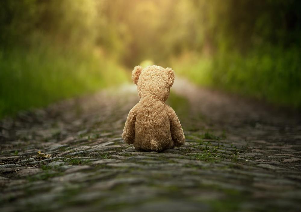 勇気をもって「過去の未処理の感情」を感じきれ!!多くの人は「右ならえ」で、 当たらず障らずな考え方でこう言います。 「過去は過ぎたこと。関係ない」と。