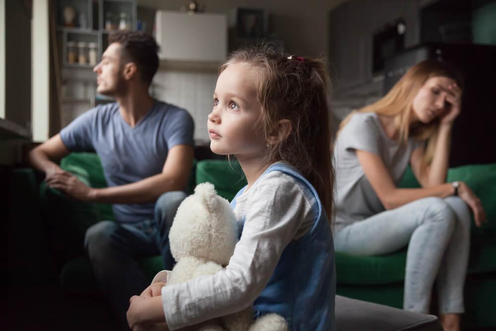 両親が1歳にエアガン多数発射の疑い…息子はその後死亡!理解力が無い人が増えると、虐待者も増えていく。そして、自分の内側の父性と母性と、心の中の小さな自分について…。