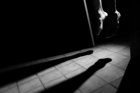 子供の自殺が増えています。SNSを利用すると、精神が病んでいく!
