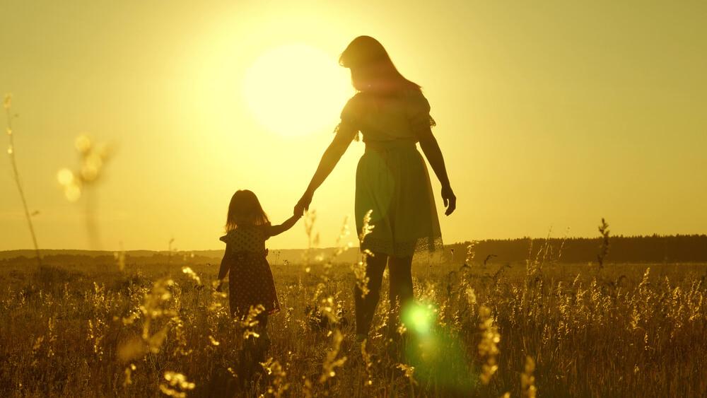母は、捨てられた子だったので本当の親を知りません。このことがとても深い心の傷、深い悲しみとなって帰る場所がない人でしたが、自分の親になろうと決めて、最期まで生きました。有難う。