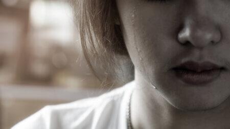 """自分で気づいていない""""深い悲しみの未消化の感情""""を見つけて、涙と共に開放することで、心に良い変化が起こってくる可能性がある! 心の雨(涙)は「心の晴れ(喜び)」に移り変わる!"""