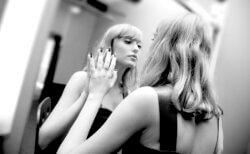 人を見下すのをやめたい? 自己愛性パーソナリティ障害を克服するには、心の脆弱性を修正して「自己理解」と「自己受容」が大切! 自分で自分を育て直せば良い!!